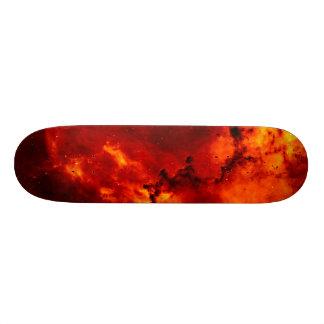 skateboarden avfyrar på mini skateboard bräda 18,7 cm