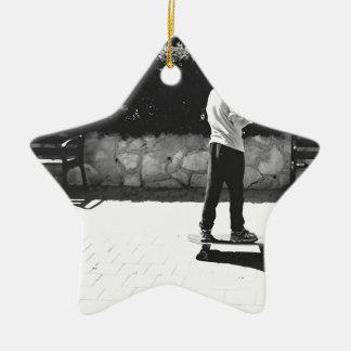 skaterpojke julgransprydnad keramik