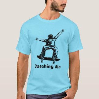 SkaterpojkeSkateboarder som fångar luft T Shirt
