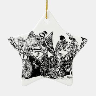 Skelett- cyklister av José Guadalupe Posada Julgransprydnad Keramik