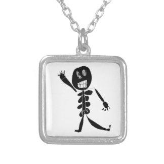 Skelett- egennamn halsband med fyrkantigt hängsmycke