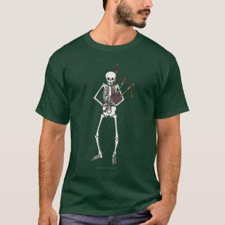 Skelett- säckpipe- spelare tee shirts
