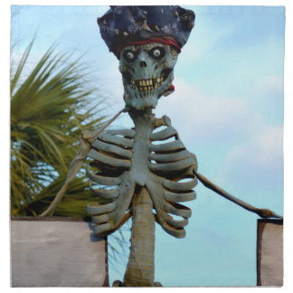skelett- staty för skallepirat över stenväggen servett