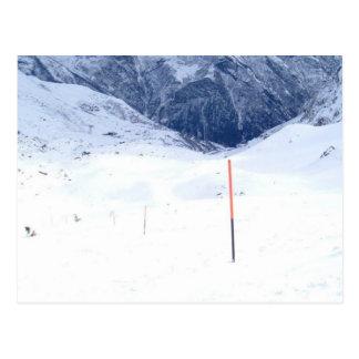Skida i alpen vykort