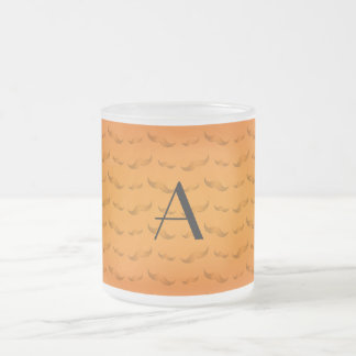 Skina orange mustaschmönster för Monogram Frostad Glas Mugg