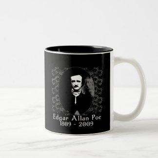 Skjorta 1809-2009 för Edgar Allan Poe årsdag T Två-Tonad Mugg