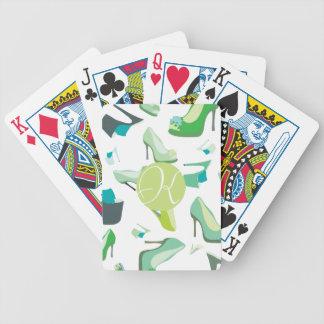 Sko monster som leker kort spelkort