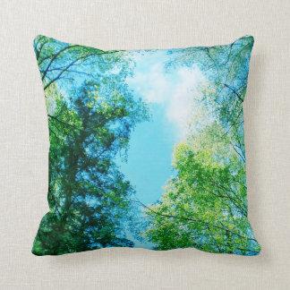 Skog - himmel över - dekorativ kudde