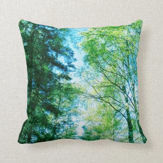 Skog - i träden - dekorativ kudde