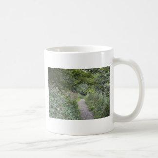 Skog och fotvägen kaffemugg