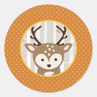 Skogsmarknedgång/vinterbaby showerfavör runt klistermärke