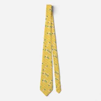 Skola lärare som gillande numrerar 2 ritar slips