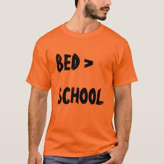 """""""Skolar sängen >"""" t-skjortan T-shirt"""