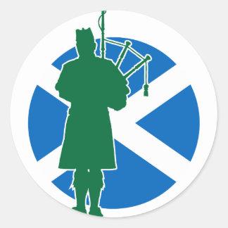 Skotsk pipblåsare runt klistermärke