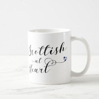 Skott på hjärtamuggen kaffemugg