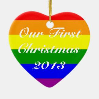 Skräddarsy den första julen för homoäktenskapen år hjärtformad julgransprydnad i keramik