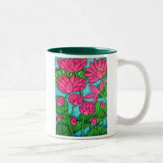 Skraj blommigt - lotusblommakaffemugg Två-Tonad mugg