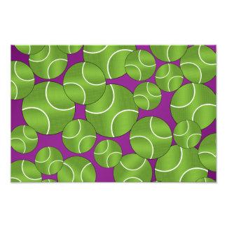 Skraj purpurfärgade tennisbollar fototryck