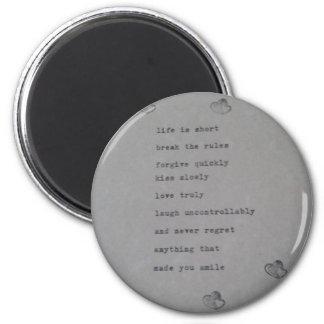 Skratta, älska - det inspirera citationstecknet, magnet rund 5.7 cm