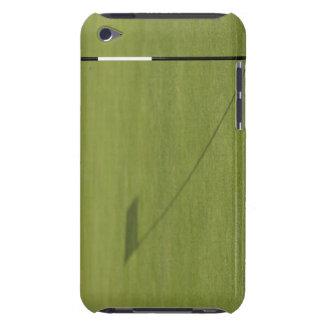 skugga av golfflagga på golfbanagrönt iPod touch Case-Mate case