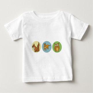 Skydda vår design för djurlivskogvarelser tee shirt