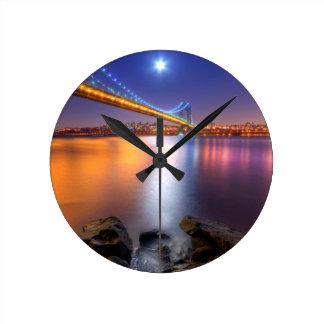 Skymning George Washington BridgePalisades, NJ. Rund Klocka