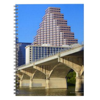 Skyscraper av i stadens centrum Austin och Colorad Anteckningsbok Med Spiral
