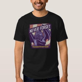 SLÅ: Manticore glömmer aldrig Tee Shirts