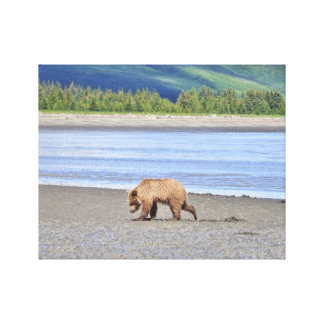 Slågen in kanfas av grizzlyungen canvastryck
