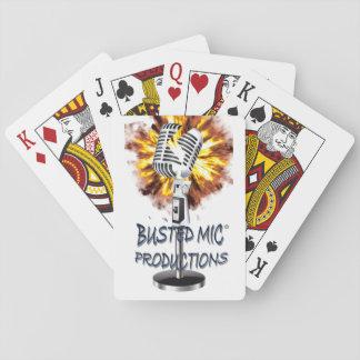 Slagen sönder Mic som leker kort Spelkort