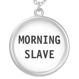 Slav- halsbandmorgon halsband med rund hängsmycke