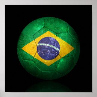 Sliten brasiliansk boll för flaggafotbollfotboll poster