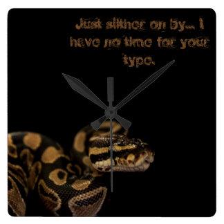 Slither vid ormen tar tid på på fyrkantig klocka