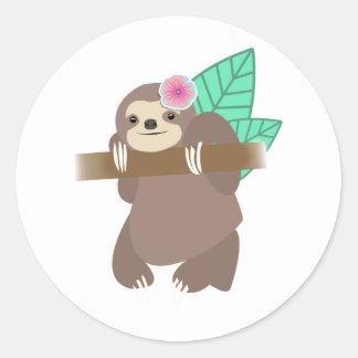 Sloth med den blommaDigital illustrationen Runt Klistermärke