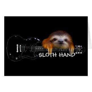 Slothen räcker gitarristfödelsedagkortet hälsningskort