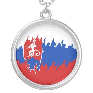 Slovakien Gnarly flagga Halsband Med Rund Hängsmycke