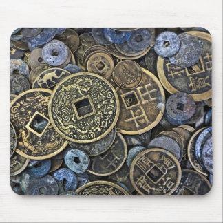 Slut upp av vietnamesiskt mynt musmatta