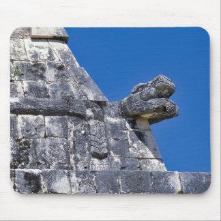 Slutet av stenar skapar upp ett forntida Mayan Mus Mattor
