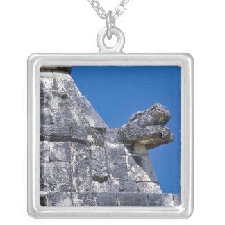Slutet av stenar skapar upp ett forntida Mayan Silverpläterat Halsband