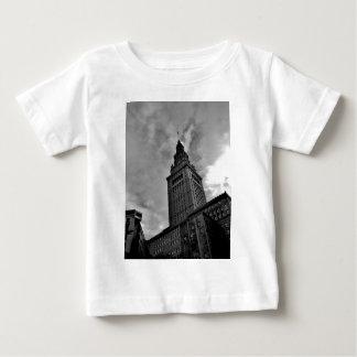 Slutligt torn i svartvitt t-shirt