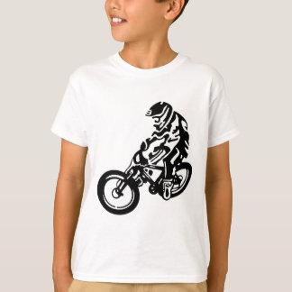 Sluttande mountainbikeryttare tee shirt