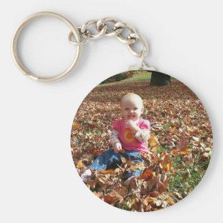Småbarn i höst löv rund nyckelring