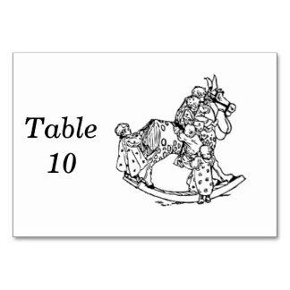 Småbarn på en vagga häst bordsnummer