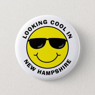 Smiley som coolt tittar i ditt statligt standard knapp rund 5.7 cm
