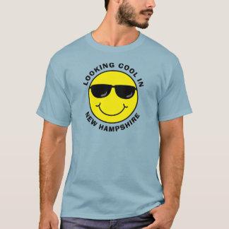Smiley som coolt tittar i ditt statligt t shirt