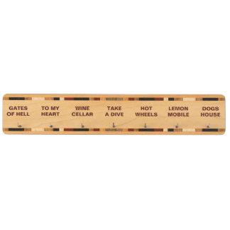 Smink dina egna roliga namn för dina nycklar nyckelhängare av lönnträ