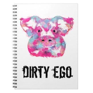 Smutsa ner egoen som den stora rosa grisen smutsar anteckningsbok med spiral