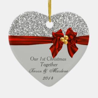 Smyckar den första julen för eleganten tillsammans hjärtformad julgransprydnad i keramik