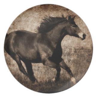 Snabbt växande häst för lantlig Sepia Tallrik