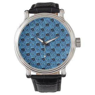 Snäcka- och blommablått armbandsur